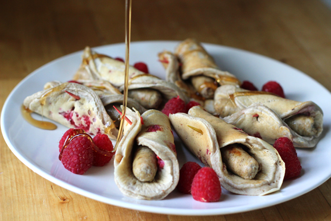 Gold'n Plump Apple Maple Chicken Sausage and Raspberry Pancake Rolls