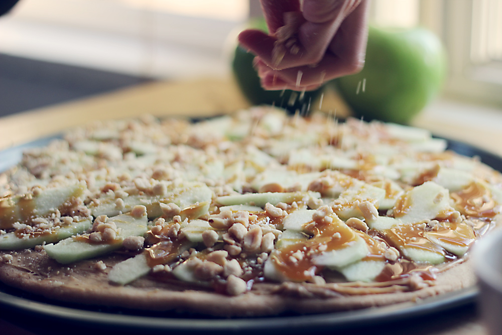 caramel-apple-dessert-pizza-2