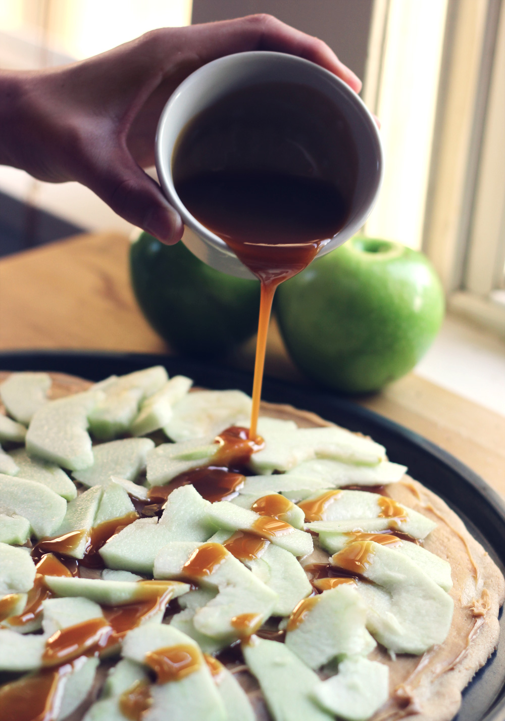 caramel-apple-dessert-pizza-3