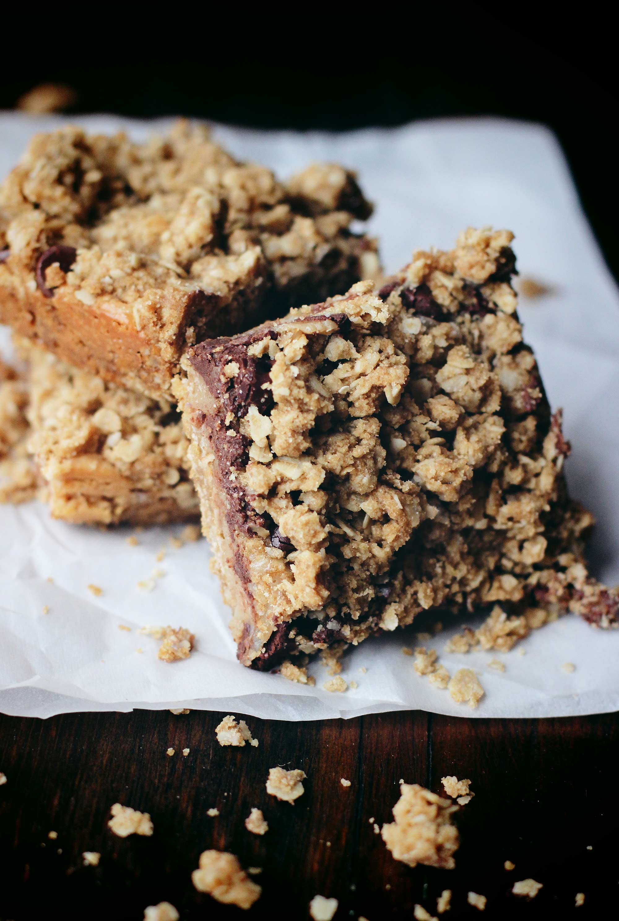 Peanut Butter Chocolate Oatmeal Crumble Bars
